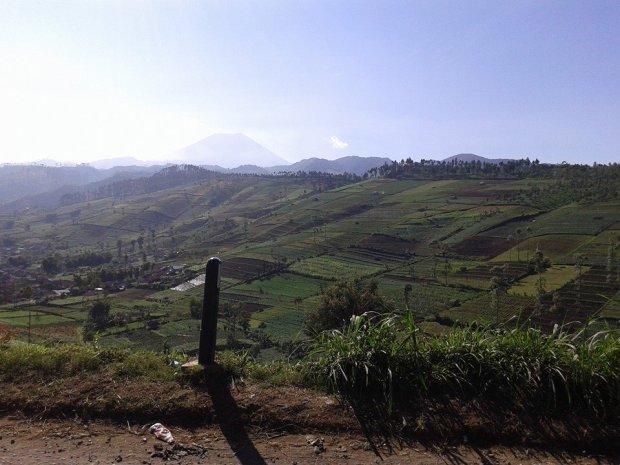 gunung slamet dari desa pandansari, paguyangan