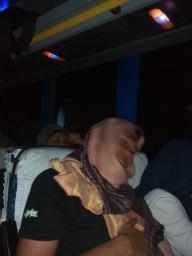 tidur nyenyak di Bus